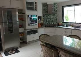 Casa de Condomínio com 4 Quartos para alugar, 390m²