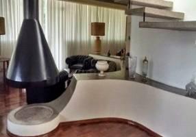 Casa de Condomínio com 4 Quartos para venda ou aluguel, 640m²