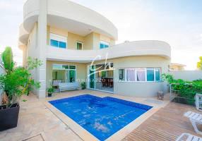 Casa de Condomínio com 4 Quartos à venda, 320m²