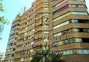 Apartamento com 3 Quartos para alugar, 135m²