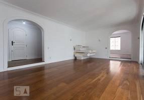 Apartamento com 4 Quartos para alugar, 270m²