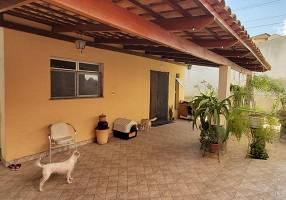 Casa com 4 Quartos à venda, 150m²