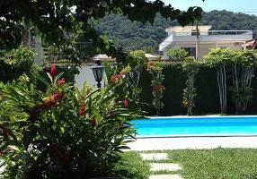 Casa com 6 Quartos à venda, 225m²