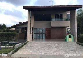 Casa de Condomínio com 5 Quartos à venda, 340m²