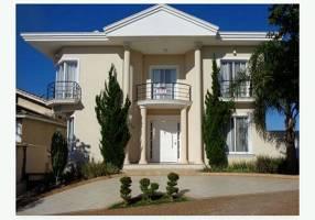 Casa com 4 Quartos para alugar, 676m²