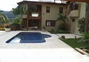 Casa de Condomínio com 5 Quartos para venda ou aluguel, 586m²