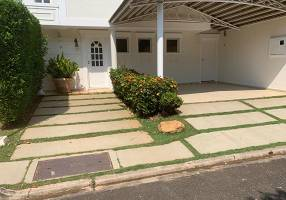 Casa de Condomínio com 4 Quartos para venda ou aluguel, 180m²