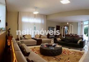 Casa de Condomínio com 3 Quartos à venda, 264m²