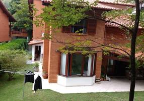 Casa de Condomínio com 4 Quartos à venda, 400m²