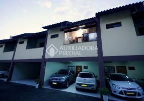 Casa com 3 Quartos à venda, 156m²