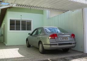 Casa com 3 Quartos à venda, 77m²
