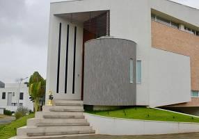 Casa de Condomínio com 4 Quartos à venda, 675m²