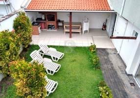 Casa com 3 Quartos para alugar, 220m²
