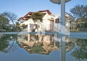 Casa com 5 Quartos para venda ou aluguel, 903m²