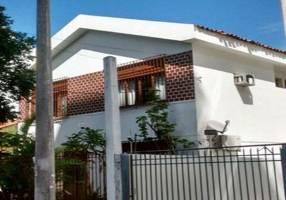 Casa com 4 Quartos para venda ou aluguel, 330m²