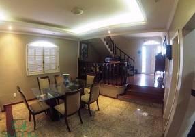 Casa com 3 Quartos à venda, 369m²