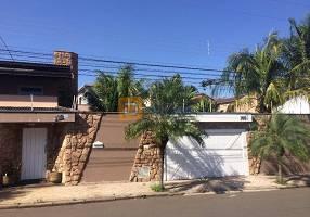 Casa com 5 Quartos à venda, 500m²