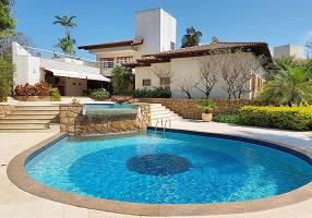 Casa de Condomínio com 4 Quartos à venda, 460m²