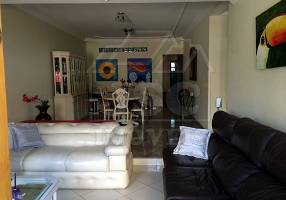 Casa com 3 Quartos à venda, 240m²
