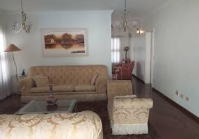 Casa com 4 Quartos para alugar, 450m²