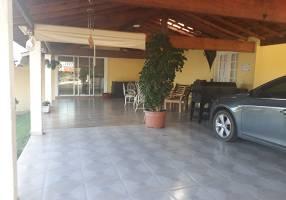 Casa de Condomínio com 6 Quartos para alugar, 550m²