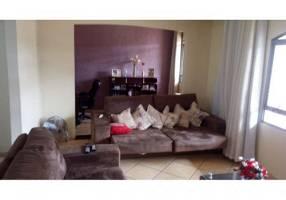 Casa com 3 Quartos à venda, 243m²