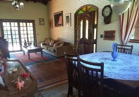 Casa de Condomínio com 3 Quartos à venda, 275m²