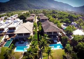 Casa de Condomínio com 4 Quartos à venda, 350m²