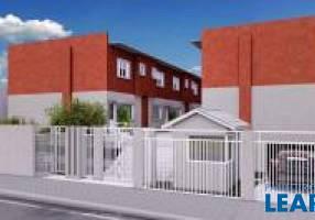 Casa de Condomínio com 2 Quartos à venda, 70m²