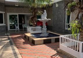 Casa de Condomínio com 4 Quartos à venda, 459m²