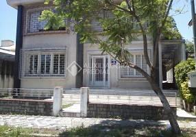 Casa com 6 Quartos à venda, 334m²