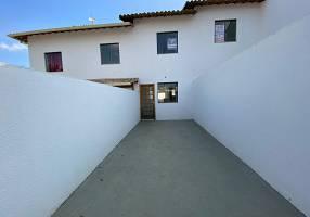 Casa com 2 Quartos à venda, 70m²