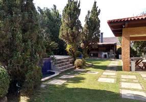 Casa com 4 Quartos para venda ou aluguel, 900m²
