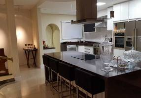 Casa com 4 Quartos à venda, 500m²