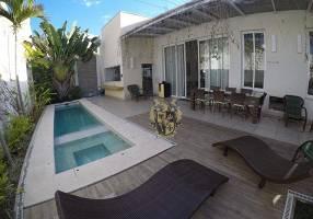 Casa de Condomínio com 4 Quartos à venda, 372m²