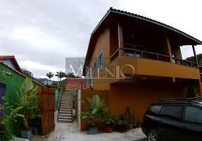 Casa com 6 Quartos à venda, 288m²