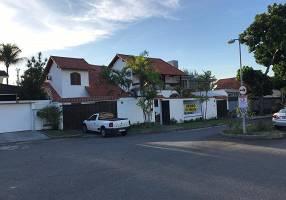 Casa de Condomínio com 5 Quartos para venda ou aluguel, 543m²