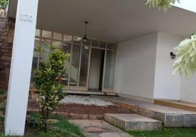 Casa com 4 Quartos para alugar, 502m²