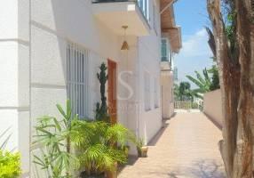 Casa de Condomínio com 3 Quartos à venda, 100m²