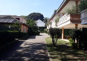 Casa de Condomínio com 4 Quartos à venda, 351m²