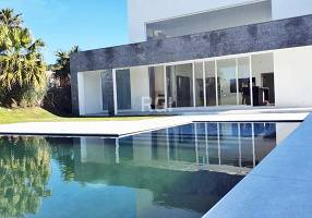 Casa de Condomínio com 5 Quartos à venda, 471m²