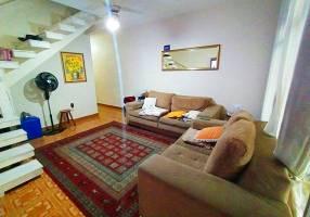 Casa com 6 Quartos à venda, 231m²