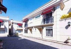 Casa de Condomínio com 3 Quartos à venda, 240m²