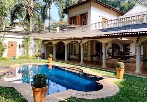 Casa de Condomínio com 4 Quartos para venda ou aluguel, 547m²