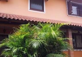 Casa de Condomínio com 4 Quartos à venda, 283m²