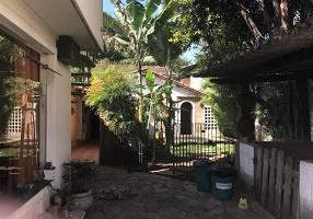 Casa com 6 Quartos à venda, 217m²