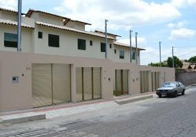 Casa com 2 Quartos à venda, 82m²