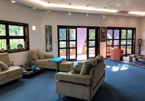Casa de Condomínio com 4 Quartos à venda, 923m²