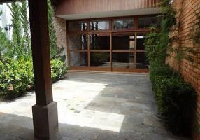Casa com 6 Quartos para alugar, 300m²