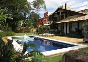 Casa de Condomínio com 4 Quartos à venda, 250m²